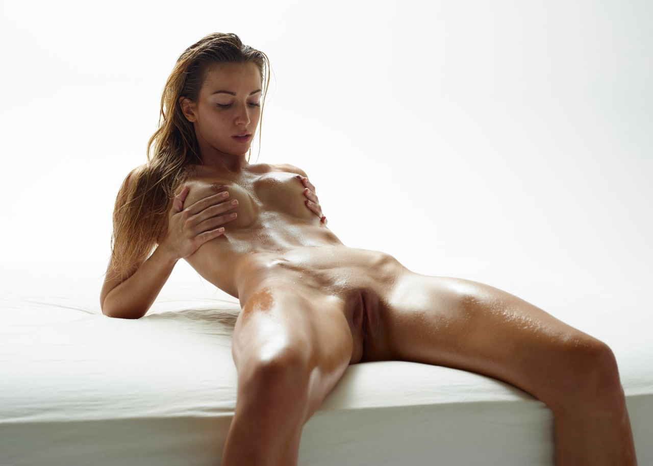 jamie is a sexy amateur mature fingering her hot pussy tmb
