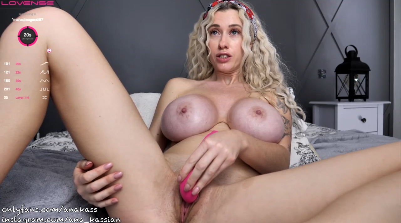 pussy food in the kitchen and fucked this gypsy